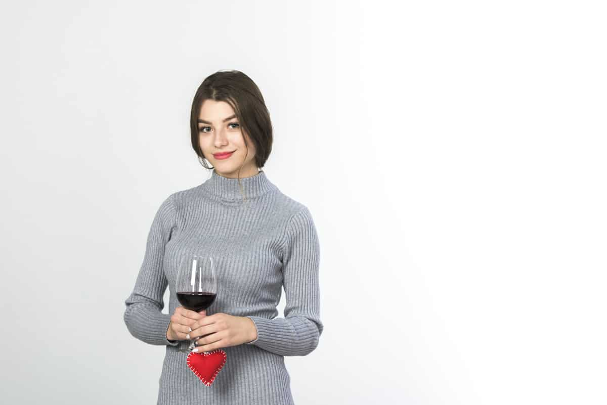 woman-holding-wine-glass-small-heart