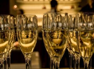 When the clock hits midnight! 3 tricks for serving sparkling wines properly